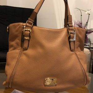 Beautiful soft leather Michael Kors purse!